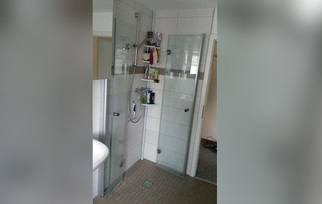 Bad in möbliertem Apartment in Büren